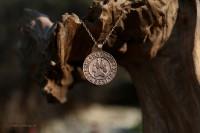 Bronzeanhänger Pfote mit Runen